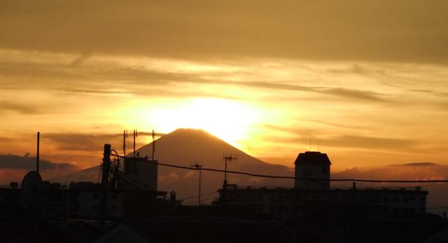 湘南から見た富士山の夕日