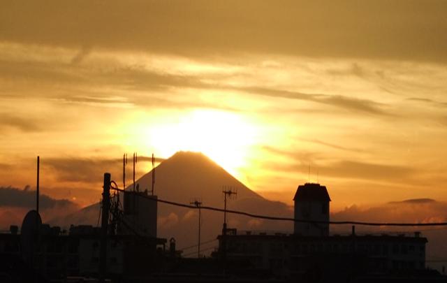 Vol.15「夕暮れの富士山」(2012年神奈川県)